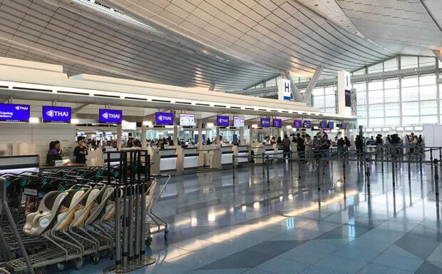 羽田空港のタイ航空カウンター