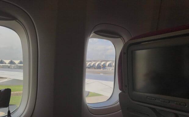 タイ航空機内からみえるクアラルンプール国際空港
